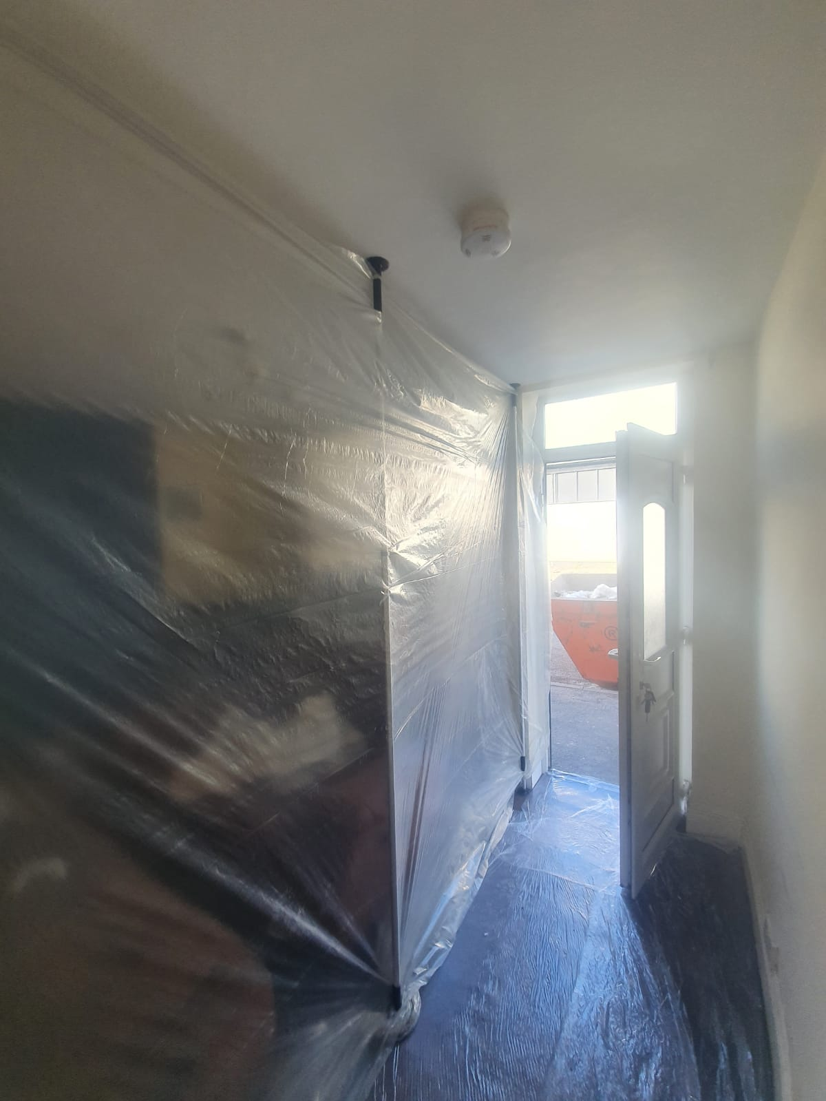 How we stop dust spreading as we work in your home